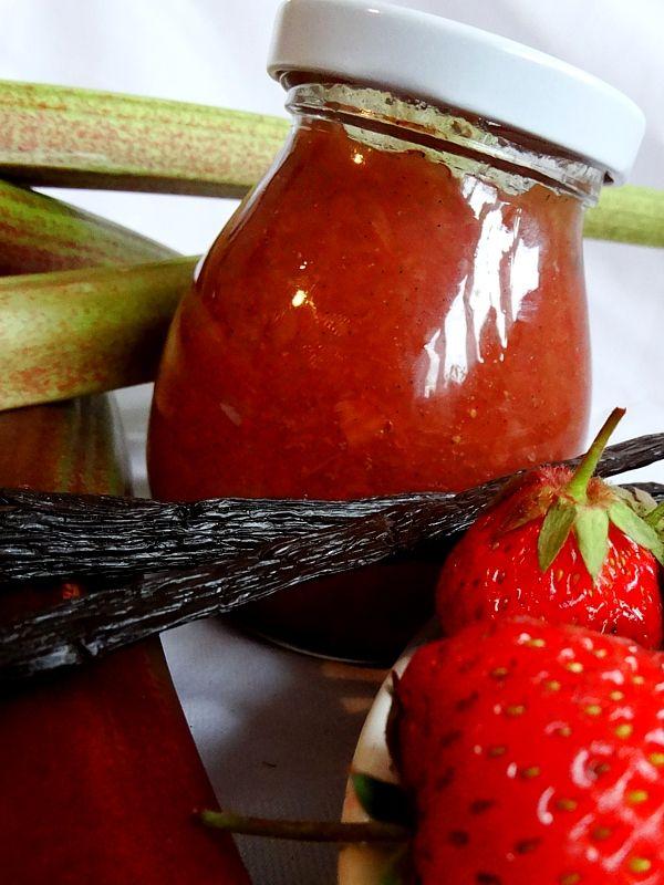 Rebarborová marmeláda s vanilkou.