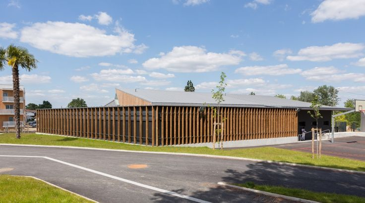 Michel de Montaigne Middle School in Lormont / art'ur architectes