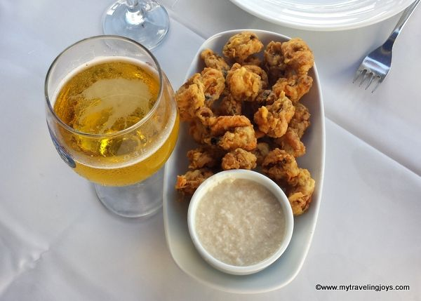 Midye tavs, garlic dressing and an Efes beer