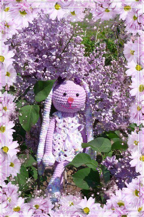 Сирень лиловая цветет, Над ней шмелей столпотворенье, В наш мир приходит каждый год Сиреневое настроение!