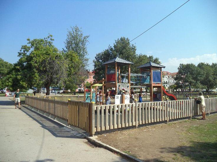 Parque Infantil do Jardim Vasco da Gama  Já conhecem este parque infantil? É baby-friendly, é Baably? Ajudem-nos a classificar cada um destes locais para todos podermos dar experiências mais agradáveis aos nossos pequenotes e, talvez, fazer com que haja alguma intervenção por parte de quem é responsável pelos espaços! Basta inserirem a vossa classificação e os vossos comentários no link abaixo.  http://www.baably.com/item/parque-infantil-do-jardim-vasco-da-gama/