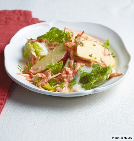 Der Hit zum knackfrischen Salat: sahniges Zitronen-Joghurt-Dressing.