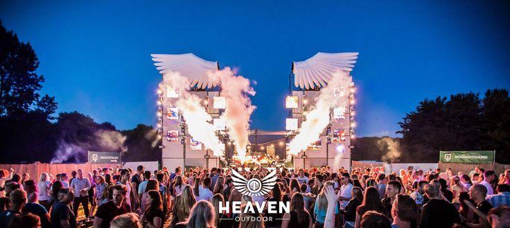 Witte #layher zorgt voor een hemels effect tijdens Heaven Outdoor.