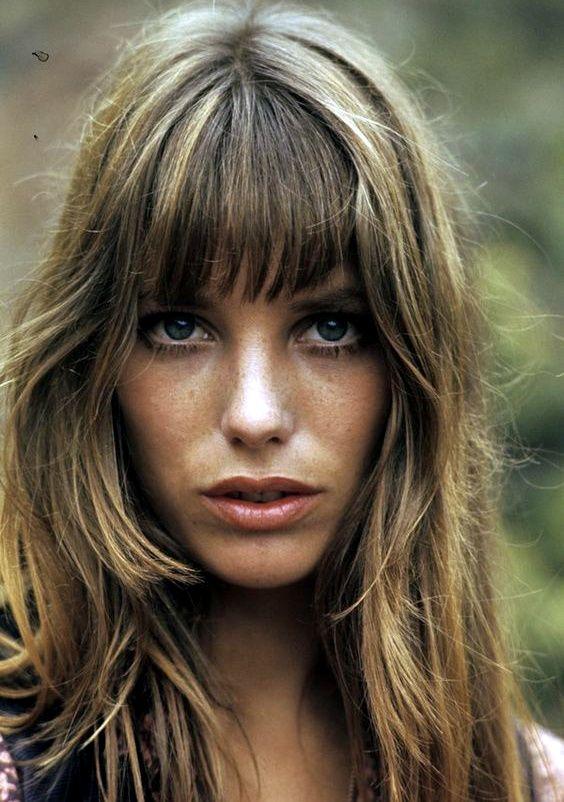 Jane Birkin, née le 14 décembre 1946 dans le quartier de Marylebone à Londres, est une actrice et chanteuse britannique francophone, installée en France depuis la fin des années 1960 et naturalisée française.