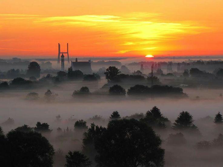 #warsaw #sunrise at 4:15am from Siekierki. Fot:Ej Ula via:Warszawa Nieznana