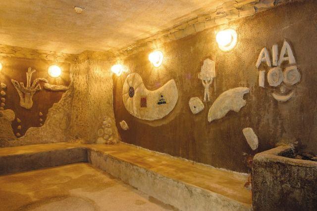 太古のパワーとふしぎなやすらぎを感じさせる女性用の海底洞窟蒸し風呂 (ミストサウナ)