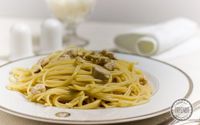 Spaghetti z kurczakiem - przepis - Tapenda.pl