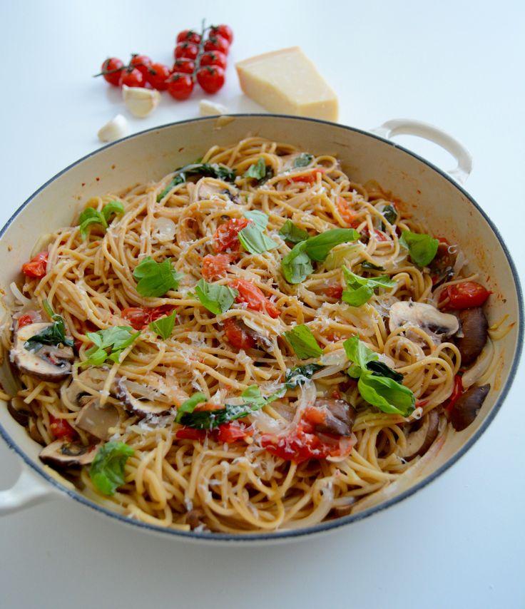 Grytepasta med friske grønnsaker, pages på under 30 minutter! I One-pot pasta inspired by Martha Stewart's recipe