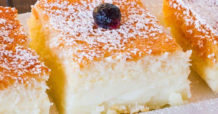 Ένα πεντανόστιμο κέϊκ που λέγεται μαγικό γιατί χωρίζεται από μόνο του σε τρία διαφορετικά στρώματα.