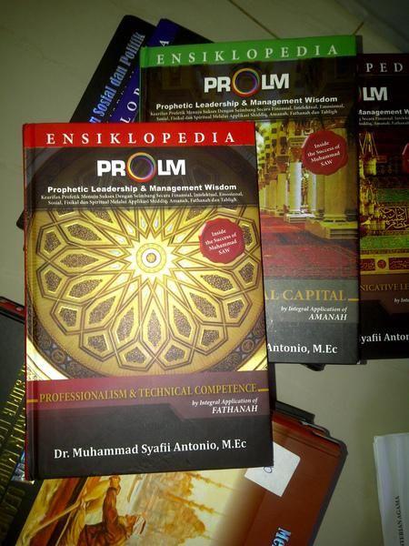 Buku Islam, Ensiklopedia Prophetic Leadership and Management Wishdom Nabi Muhammad SAW (ProLM)Terdiri dari 4 jilid buku tentang akhlak rasulullah dan sejarah nabi muhammad dilihat dari sifat-sifat nabi: Shiddiq, Amanah, Fathanah, Tabligh.Penulis: Dr. Muhammad Syafii Antonio, M.Ec dan Tim TazkiaProLm dikembangkan atas dasar 4 (empat) keteladanan utama Profetik yang antara lain meliputi Personal Excellence (Shiddiq), Inter-Personal Kapital (Amanah), Professionalism, Quality & Competence…