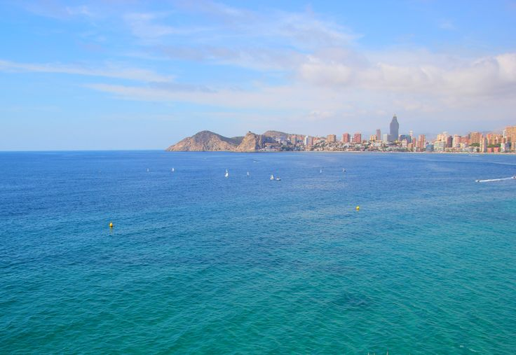 Gdzie polecieć na długi weekend w 2015 roku? Podpowiadamy i liczymy na Wasze sugestie! http://praktycznyprzewodnik.blogspot.com/2014/12/gdzie-na-dlugi-weekend-2015-pomysly.html   #wakacje  na zdjęciu: Benidorm (Hiszpania)