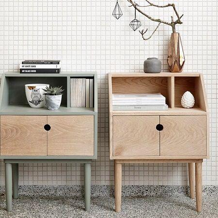 Scandinavisch design Dit kastje met deurtje is gemaakt van eikenhout, heeft een stijlvolle, groene afwerking en een eenvoudig ontwerp. De buitenkant van dit kastje zacht groen en deuren hebben zijn van blank hout. Leuk om naast een stoel of bank te zetten of te gebruiken als nachtkastje. www.blockdesign.nl
