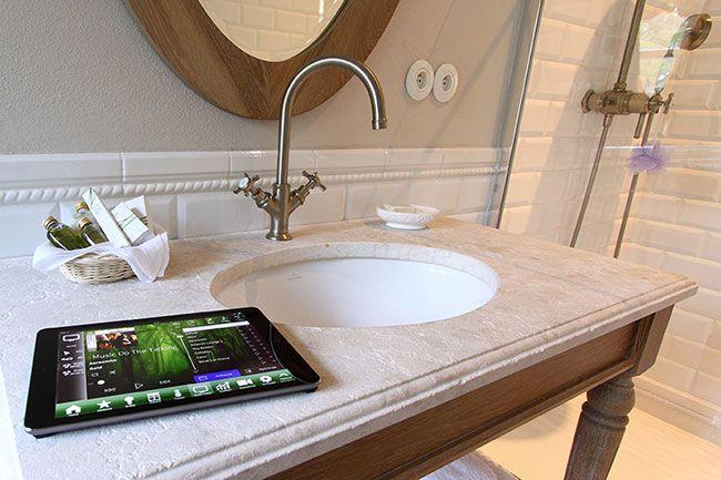 Praktická ukázka, jak funguje inteligentní ovládání domácnosti u firmy Repreoso: http://www.hifi-voice.com/profily/1519-ropreoso.html