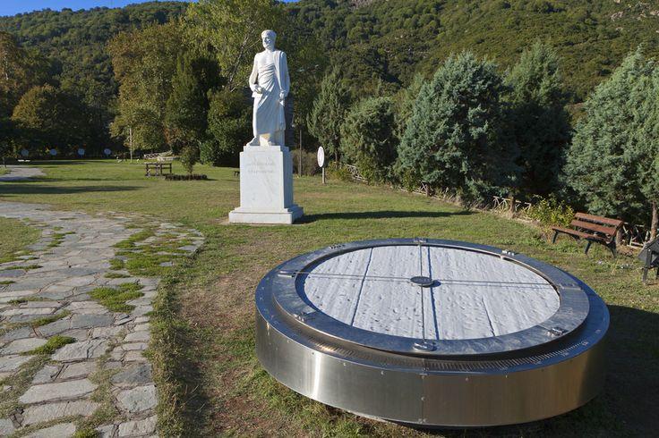 Το άγαλμα του Αριστοτέλη στη γενέτειρά του, τα Στάγειρα
