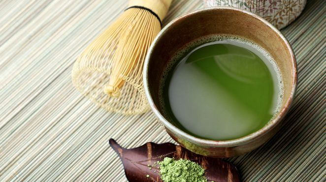 Sich einfach schlank trinken - das klingt fast zu schön, um wahr zu sein. Einige Heißgetränke können eine Diät aber zumindest unterstützen. Sie dämpfen den Hunger und kurbeln den Stoffwechsel an. Hier sind die fünf besten Tees zum Abnehmen