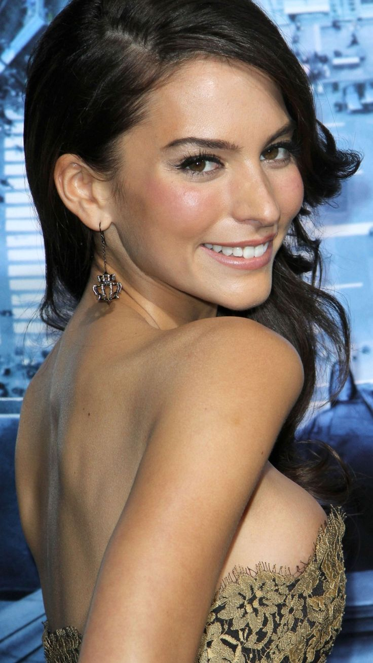 Pin by Construct7 Gear on Stars | Genesis rodriguez, Genesis, Daily fantasy