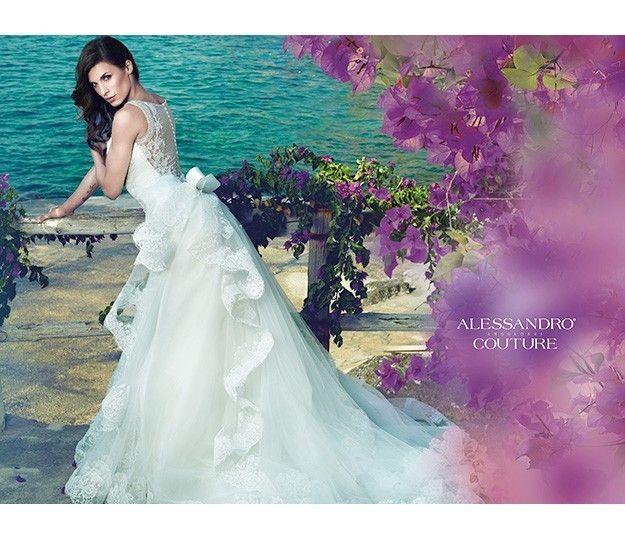 La collezione 2014 di abiti da sposa Alessandro Angelozzi Couture è ispirata ai profumi del mare e ai movimenti sinuosi delle onde. Volumi ampi di sapore principesco e sensuali tagli a sirena, regalano, nel giorno del matrimonio, una forte nota romantica.