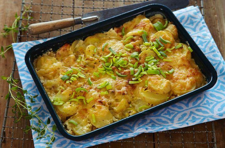 Oppskrift på potetform med smak av røkelaks og pepperrot. En herlig smakskombinasjon, og en grateng som enkelt kan servere som hverdagsmiddag.