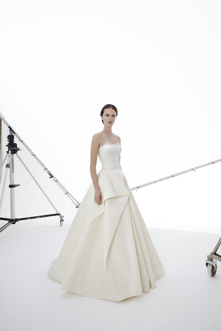 Style ROSELINE: Silk Faille ball gown with motif on the front and with alloncon lace bustier