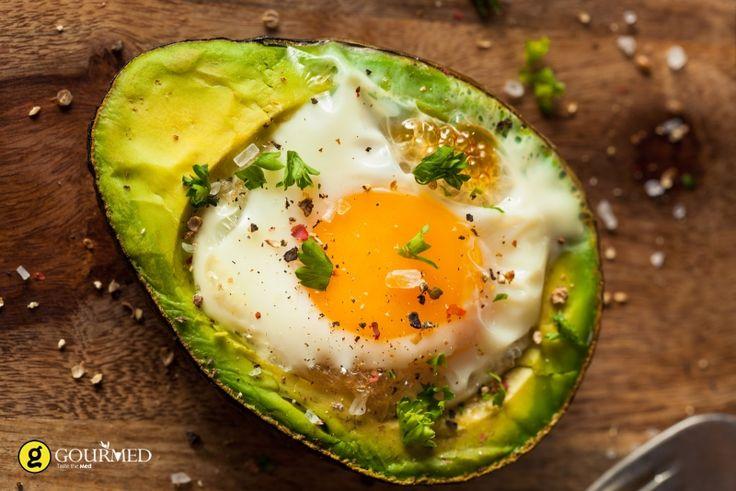 Φωλιές αβοκάντο με μελάτα αυγά - gourmed.gr