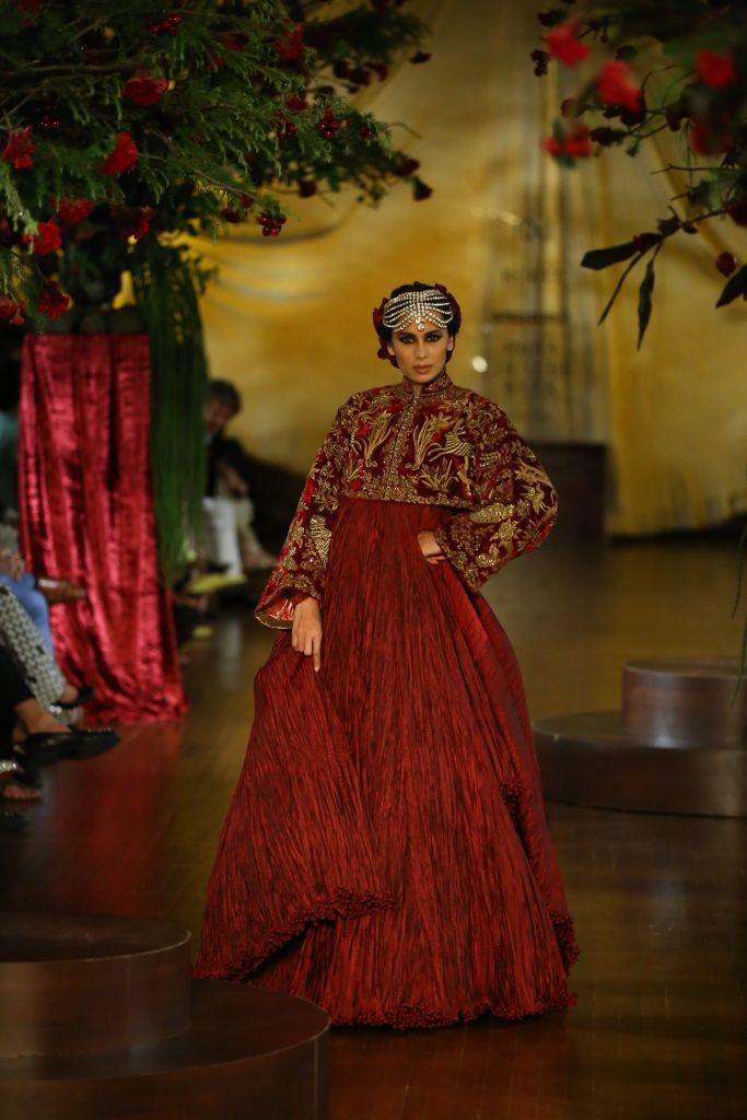 Le Jardin #ICW #AICW2015 #fdci #sunar #Rohitbal #shadesofwhite #detailtherapy #indianfashion #exquisite #elegant #redbride #weheartit #wow #Dreambride #bridal #designercouture #pure #lejardin #fleur #highgardens #rose #parrots #mughal #royal #kashmiri #indian