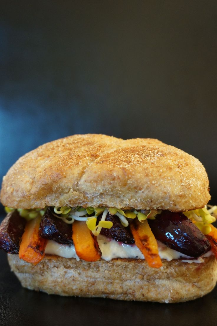 Beetroot, carrot and sprout organic burger | www.salierai-rankineje.lt