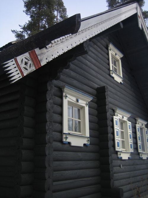 Nurmes' biggest draw is Bomba Village, 2.5km southeast of the town centre. The imposing Bomba House, with its high roof and ornate wooden trim, is a replica of a typical Karelian family house, and was built in 1855 by Jegor Bombin, a farmer from Suojärvi (now in Russian Karelia).