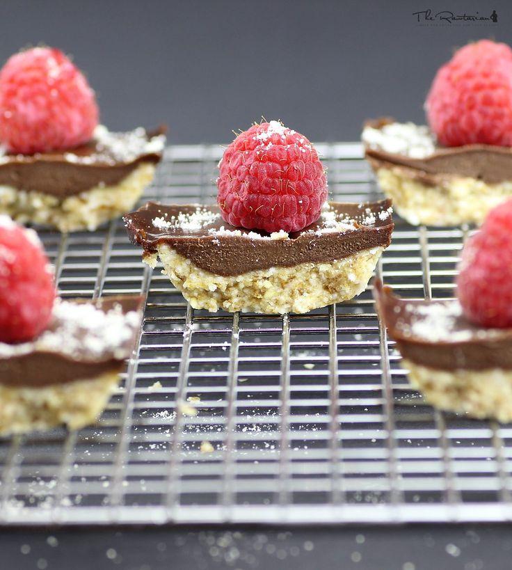 The Rawtarian: Raw chocolate shortbread bars