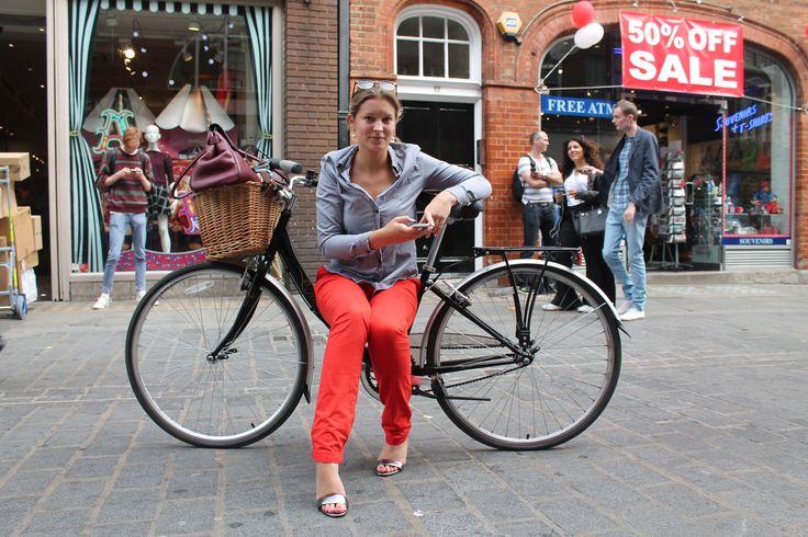Vintage vibes. #streetstyle #bicycle #vintage #fashionweek