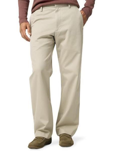 Льняные бежевые мужские брюки с белой рубашкой фото
