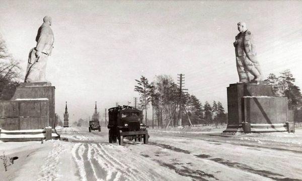 На въезде в Москву, 1947