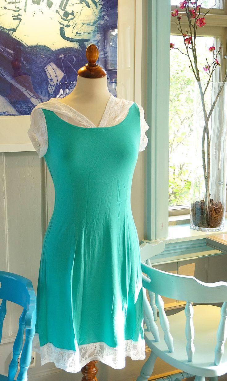 Kjolen Eventyr Turkis Du finner den også i Lykkehaven avd. Sandvika For info om kjolen:  mimmi-leone.no/produkt/eventyr-turkis/