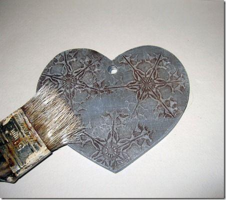 Скоро Новый год, Рождество время дарить родным и друзьям подарки. Лучший способ удивить и обрадовать человека - подарок, сделанный собственными руками, только подарки своими руками по-настоящему хранят в себе любовь и заботу дарителя. Вот один из способов, как можно сделать стильную вещь для интерьера с помощью несложных приемов. Дарите тепло ваших рук своим близким людям!