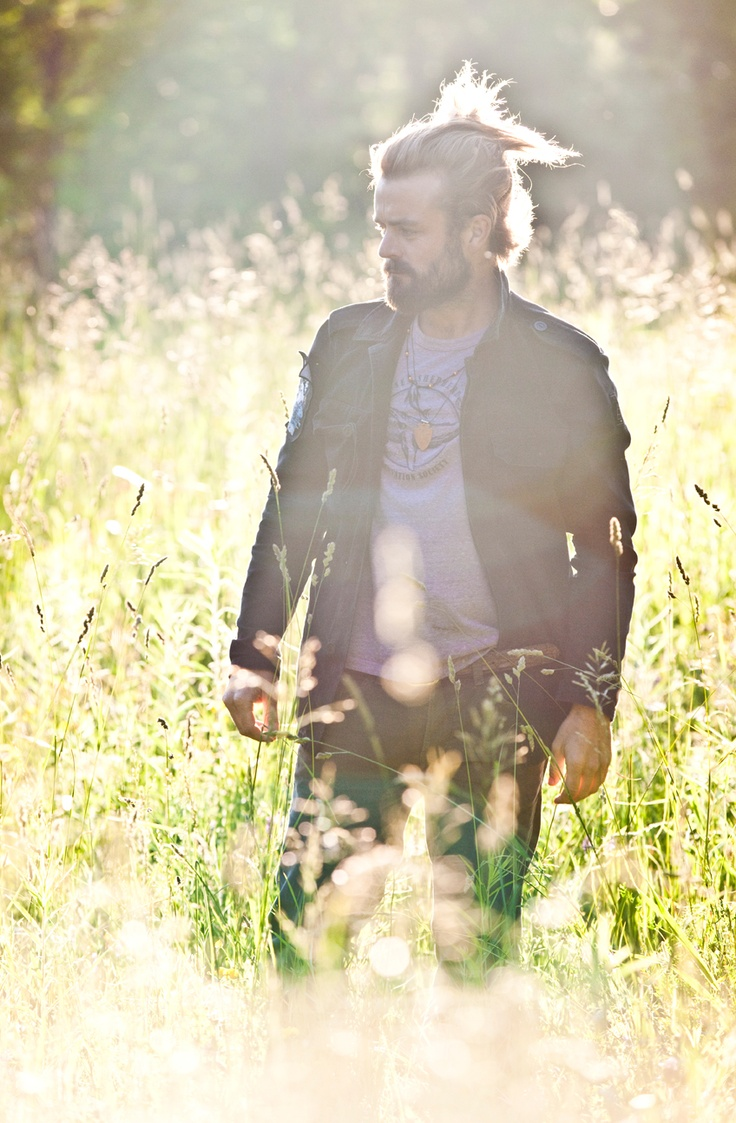 Love Xavier Rudd! He not only a great musician, but seriously one of the sexiest men alive!