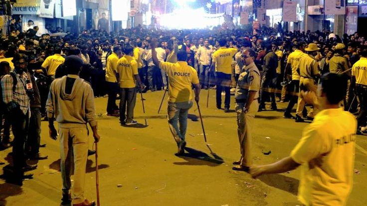 Ophef in India over massa-aanranding vrouwen in Bangalore | NOS