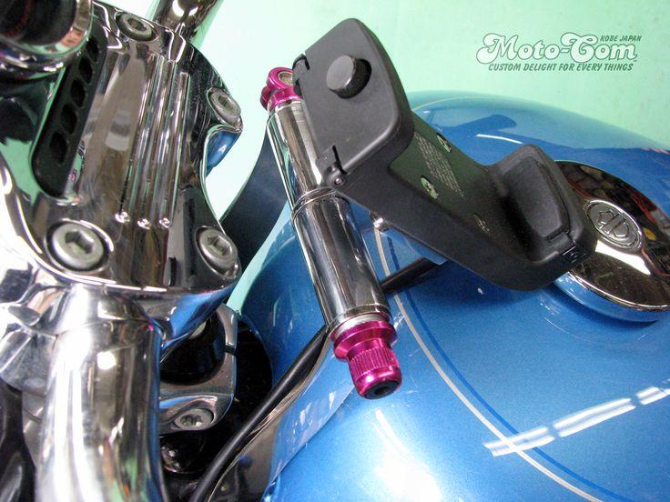 [1/5]  XL1200Lへユピテル製のバイクナビ用マウントステーを製作しました。◆ハンドル側に固定していませんので向きが変わりません。◆クイックレバーを緩めて角度調整もできます。