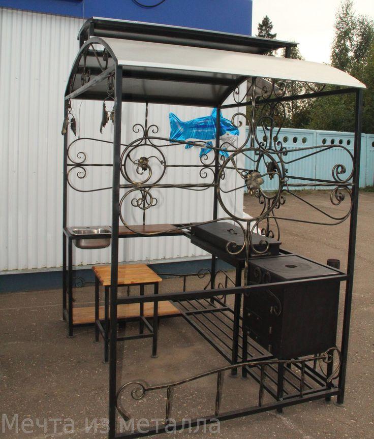 Большой кованый мангал с садовой печью и раковиной вид слева фото
