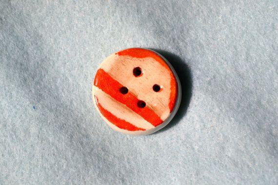 Bottone M in ceramica di Quasimodo3 su Etsy, €6.00