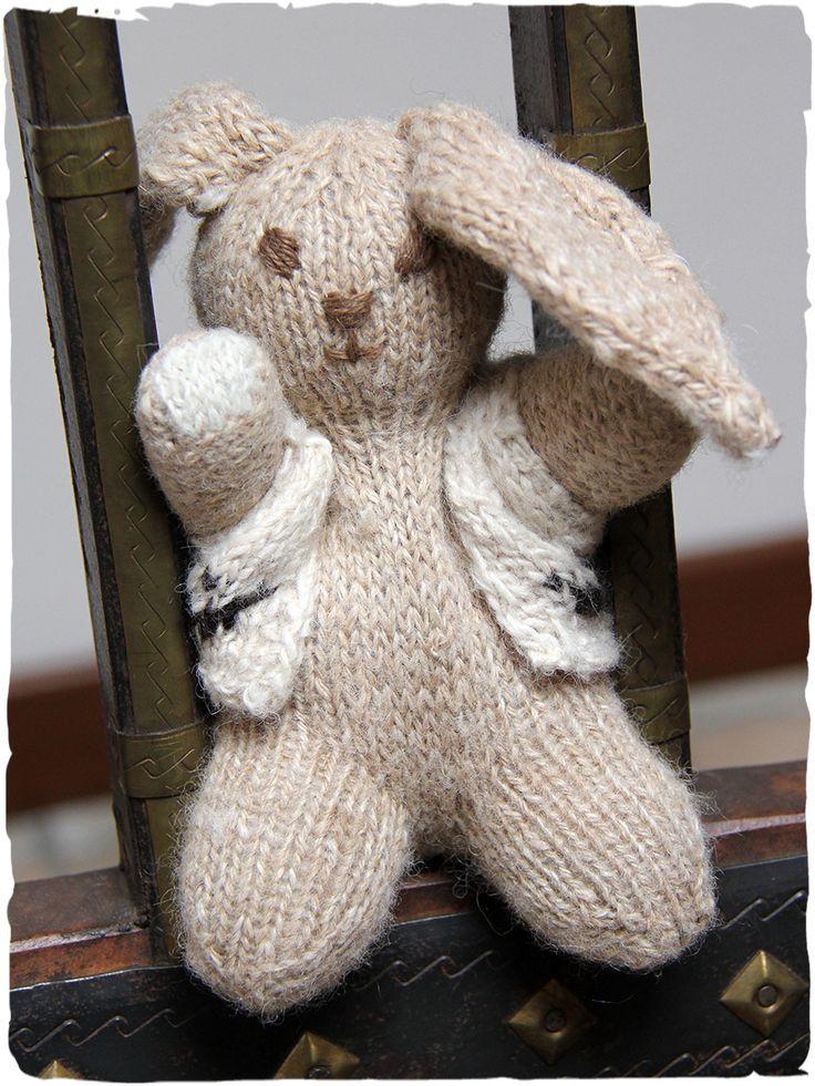 il coniglietto Sem splendido peluches 100% in lana d'alpaca #coniglietto in #maglia di #lana d' #alpaca #peluches #coniglio #pupazzo - altezza cm.17 - made in #Perù. perfetto #regalo #natale www.lamamita.it/store/abbigliamento-invernale/1/curiosita-e-giochi/il-coniglietto-sem