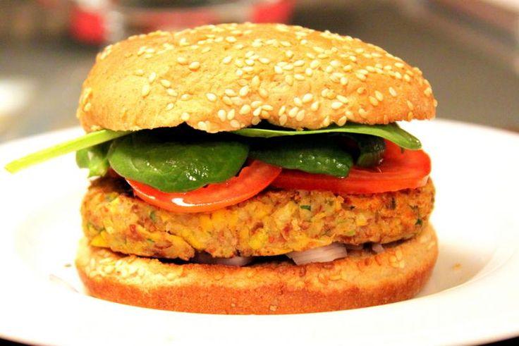Μια συνταγή για ένα πολύ νόστιμο, νηστίσιμο Χάμπουργκερ με μπιφτέκι λαχανικών χωρίς λάδι. Ένα χορταστικό χάμπουργκερ για όσους νηστεύουν αλλά και όσους επι