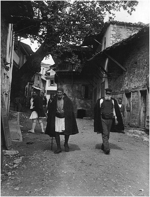 Άνδρες στο δρόμο της Ανδρίτσαινας 1903