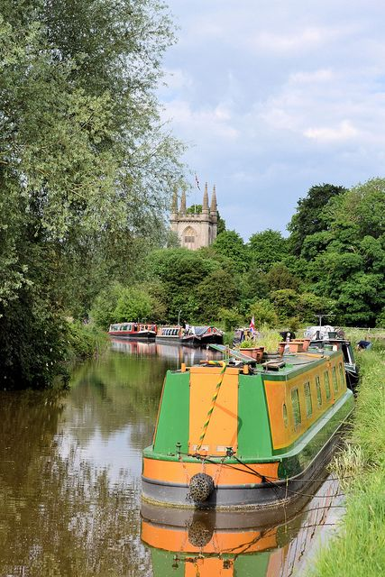 Kennet Canal, Hungerford, England. Our tips for 25 fun things to do in England: http://www.europealacarte.co.uk/blog/2011/08/18/what-to-do-england/