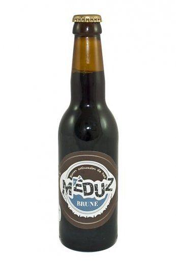 """De Meduz Brune is een heerlijk 'stout' bier met een zwarte koffie kleur met een alcoholpercentage van 6%.  De zachtheid en """"koffie"""" aroma's van dit bier komen van het gebruik van vier met aandacht geselecteerde moutsoorten. De hop geeft een gevoel van frisheid en lichtheid, waardoor de Meduz Brune een makkelijk te drinken bier is. Dit bier zal de liefhebbers van Ierse bruine bieren zeker bevallen."""