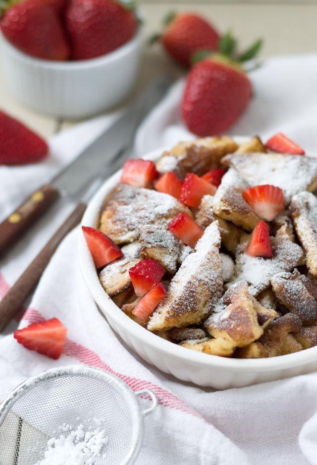 Het recept voor de lekkerste kaiserschmarrn met verse stukjes aardbei. Een heerlijk ontbijt, lunch of nagerecht maakt deze Oostenrijkse klassieker. Bekijk snel het recept!