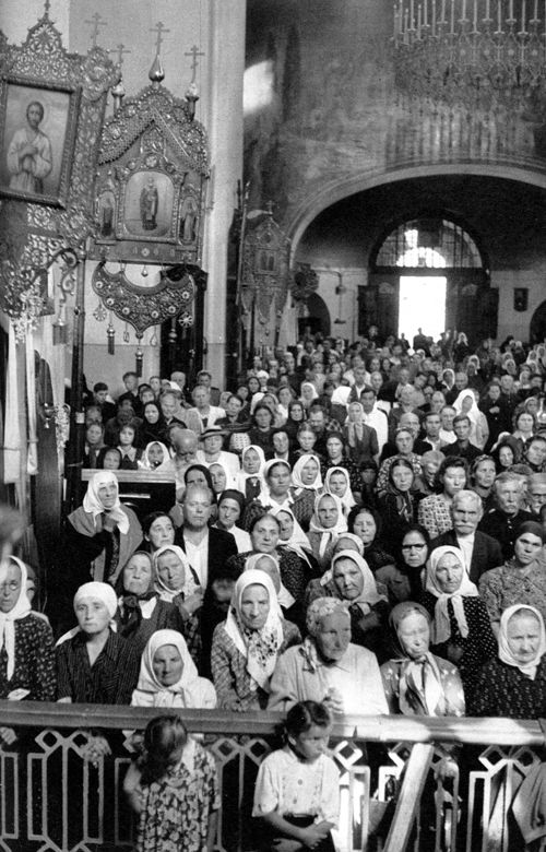 Sokolniki church, Moscow, USSR, 1954, by Henri Cartier-Bresson.