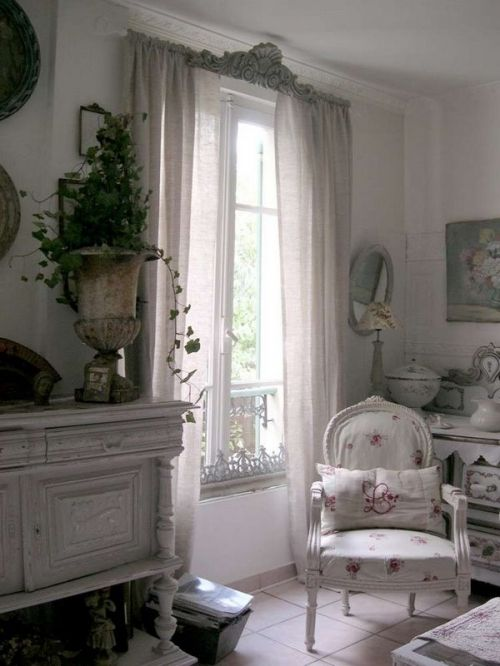 Tres Chic! Reminds me of a room done by a professional designer, very pretty.