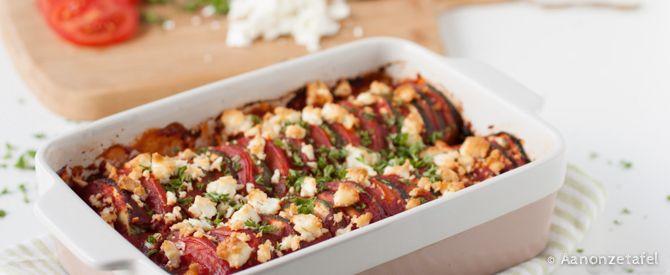 Een heerlijk, makkelijk bijgerecht: courgette & tomaat uit de oven met feta. Even snijden, mengen, hakken, de oven in & klaar! Ik hou van dit soort makkelijke gerechten!  Verse ingrediënten, even 'bezig zijn' in de keuken, daarna de oven in & ondertussen wat tijd voor andere dingen die nog moeten gebeuren. Ideaal voor een doordeweekse dag,