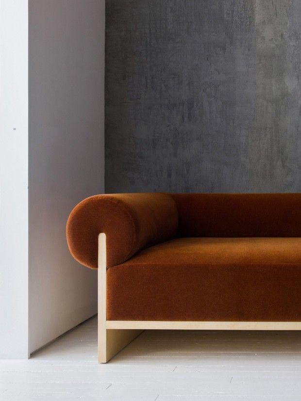 Les Meubles De Moving Mountains S Inspirent Des Interieurs Italiens Des Annees 70 Journal Du Design Mobilier De Salon Meuble Deco Mobilier Contemporain