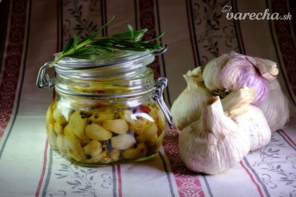 Nakladaný cesnak s bylinkami (fotorecept)