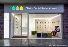 Fotografía fachada noche - Clínica Dental Javier Arroyo - Pablo Muñoz Payá Arquitectos